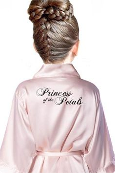 The incredible Ring Style Princess of the Petals Kids Flower Girl Robe is great for your flower girls to add more fun and style to your wedding theme. Flower Girl Updo, Flower Girl Robes, Flower Girl Gifts, Flower Girl Outfits, Wedding Hairstyles For Girls, Flower Girl Hairstyles, Hairstyles For Weddings Bridesmaid, Bridal Party Hairstyles, Rustic Wedding Hairstyles