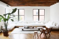 When fashionentrepreneur turned wellness expert Daphne Javitch moved into her apartment on New York's Lower East Side with her husband Pali Xisto Cornelse