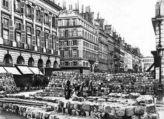 """""""Mi piace"""": 1,567, commenti: 4 - @old_paris_photos su Instagram: """"Barricade in the rue de la Paix, Place Vendôme. Start of the Paris Commune, 1871.  #paris #history…"""""""