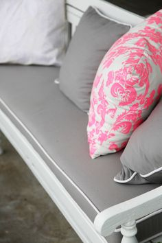 Love the pink pillow - and pink and teal.