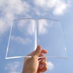 透明な本のおもり。 BOOK on BOOK - まとめのインテリア / デザイン雑貨とインテリアのまとめ。