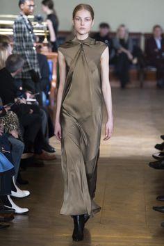 Olivier Theyskens Fall 2017 Ready-to-Wear Fashion Show - Kirin Dejonckheere