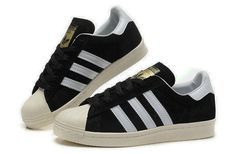 adidas trainers. Que es elliee? .  ..  ..  When your spying on a girl you like but she sees you??.   ... ..