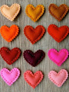 Easy stuffed felt hearts; attach a safety pin to wear on your sleeve. Valentines day is coming up.