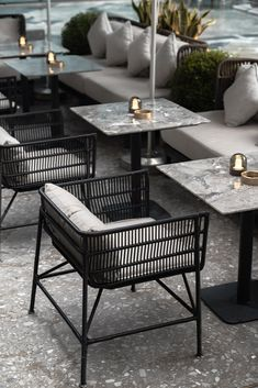restaurant outdoor rhythm in interior design can be seen in most bars and restaurants Lounge Design, Cafe Design, Design Hotel, Deco Restaurant, Terrace Restaurant, Modern Restaurant, Interior Design Principles, Restaurant Interior Design, Outdoor Restaurant Design