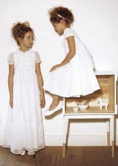 Vestidos de Comunión Clásicos, Vintage y Más ESTÍLO CLÁSICO Rosa Claráes mi elección para representarel vestido infantil tradicional.
