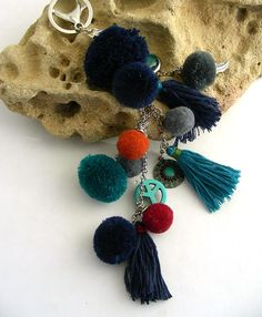blue pom pom/tassel charms key ring Bijou de sac / Key Rings, Tassel Necklace, Tassels, Charms, Jewelry, Key Pouch, Key Fobs, Jewels, Schmuck