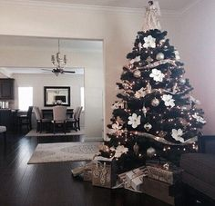 Here are best Black and White Christmas Decoration ideas. These Black and White Christmas decor include Christmas home decor & White & Black Christmas Trees