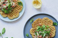 Veganske falafelvafler med tabouleh salat Tabouleh Salat, Falafel, Snacks, Breakfast, Food, Vegans, Morning Coffee, Appetizers, Essen