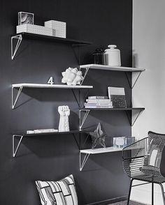 Pythagoras bracket system in black and white looks truly amazing!✨ #mazeinterior #pythagoras #bracketsystem #brackets #shelf #blackwhite #inspiration #design #interior #swedishdesign #minimalistic #inredning #scandinaviandesign #madeinsweden