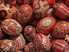 Uskršnja tradicija u Rumuniji: Umetnost oslikavanja jaja (VIDEO)