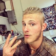 ALEXANDER LUDWIG SHOWING US 3 FINGER'S FOR SEASON 3.
