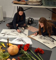 Autumn Still Life: Teenagers at AccessArt's Experimental Drawing Class engage with still life at www.accessart.org.uk