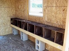CONCRETE BLOCK RISERS milk crates for chicken nesting box | http://www.backyardchickens.com/forum/uploads/28440_201.jpg