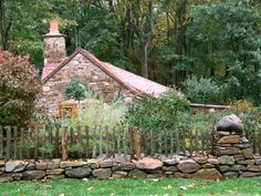 Amazing Rustic Wood Fences Design: Amazing Traditional Exterior Design With Beautiful Rustic Natural Wood Fence Design And Lovely Natural Co. Cottage Design, Cottage Style, Rustic Cottage, Cozy Cottage, Victorian Cottage, Cabin Design, Cottage Gardens, French Cottage, Cozy Cabin