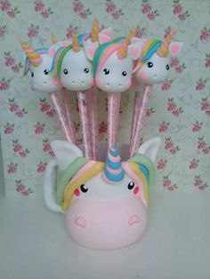 souvenirs 10 lápices unicornios con porcelana fria Clay Pen, Fimo Clay, Polymer Clay Charms, Polymer Clay Projects, Clay Crafts, Diy And Crafts, Crafts For Kids, Unicorn Birthday Parties, Unicorn Party