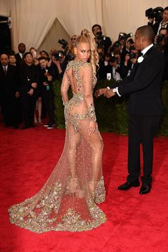 """Beyonce Knowles Photos Photos - Beyonce attends the """"China: Through The Looking Glass"""" Costume Institute Benefit Gala at the Metropolitan Museum of Art on May 4, 2015 in New York City. - 'China: Through The Looking Glass' Costume Institute Benefit Gala - Arrivals"""