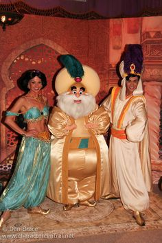 Aladdin's Dream of Adventures. Odd seeing a non-face character Sultan next to Jasmine and Aladdin. Walt Disney, Disney Girls, Disney Love, Disney Magic, Disney Pixar, Disneyland World, Disney World Trip, Disneyland Paris, Disney World Characters