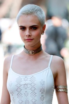 Cara Delevingne: You Don't Need Hair To 'Be Beautiful' Buzz Cut Hairstyles, Curly Bob Hairstyles, Short Hairstyles For Women, Pixie Haircuts, Short Hair Cuts, Short Hair Styles, Cara Delevingne Hair, Shaved Head Women, Shaved Head Girl