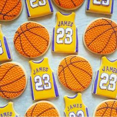 Amazing Basketball Party Food Ideas that are perfect for a March Madness Party! Hit the court with some fantastic basketball cakes, cookies and dessert ideas. Basketball Birthday Parties, 6th Birthday Parties, 2nd Birthday, Basketball Baby Shower, Birthday Ideas, Basketball Cookies, Lebron James Birthday, Birthday Basket, Birthday Cookies