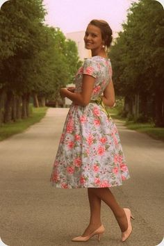 LDS Modest Dresses for young women. Vestidos Vintage, Vintage Dresses, Vintage Outfits, Vintage Fashion, Retro Fashion, Pretty Outfits, Pretty Dresses, Beautiful Dresses, Cute Outfits