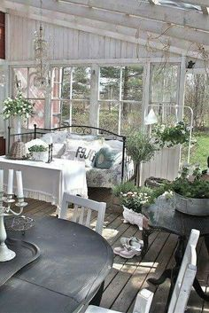 Amazing Shed Plans - déco de jardin avec meubles shabby chic - Now You Can Build ANY Shed In A Weekend Even If You've Zero Woodworking Experience! Start building amazing sheds the easier way with a collection of shed plans! Cottage Chic, Style Cottage, Cottage Porch, Romantic Cottage, Garden Cottage, Garden Bed, Easy Garden, Dream Garden, Decoration Shabby