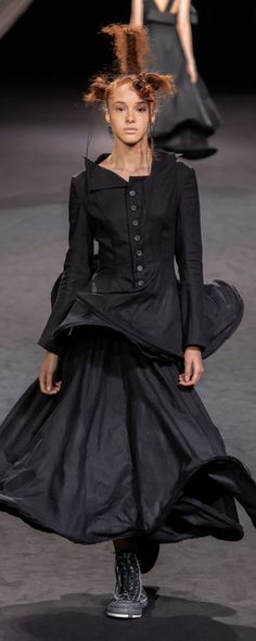 Yohji Yamamoto Spring-summer 2020 - Ready-to-Wear Gothic Gowns, Yohji Yamamoto, Ss, Ready To Wear, Spring Summer, Photos, How To Wear, Collection, Style
