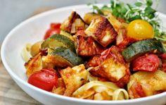 Två små kök: Halloumigryta med squash, svamp, tomater och sambal oelek