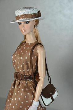Barbie com as roupas de Julia Roberts no filme Uma Linda Mulher.