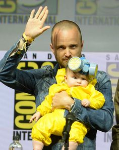 Aaron Paul's daughter Story was dressed in a mini yellow hazmat suit and mask, just like his Breaking Bad character Jesse Pinkman Breaking Bad Costume, Serie Breaking Bad, Breaking Bad Jesse, Aaron Paul, Breking Bad, San Diego, Bad Quotes, Soprano, Jesse Pinkman