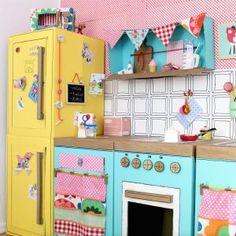 DIY PAIDIKES KOUZINES APO XARTOKOUTA Cardboard Kitchen, Cardboard Box Crafts, Cardboard Toys, Diy Kids Kitchen, Kitchen Sets For Kids, Toy Kitchen, Playroom Organization, Miniature Crafts, Home Room Design