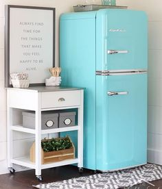 #Repost @shabbycreek 😍 ・・・ A few years ago, I dreamt of a retro refrigerator - but I would have never in a million years thought to dream about working with @bigchillappliances. This beauty became the jumping off point for our tiny studio kitchen. See it all over on the blog. #farmhousestyle #shabbycreekstudio #decoratingideas #littlekitchen #retro