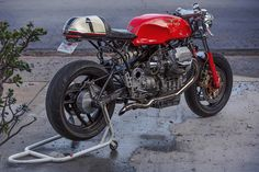 Cafe Racers, custom motorcycles, motorcycle gear and lifestyle news. http://www.returnofthecaferacers.com/2016/01/guzzi-1100-sport-cafe-racer.html