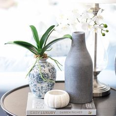 Some simple side table styling pieces . just a few well chosen accents that fit with your colour palette is all that is needed ✨ Bedside Table Styling, Bedside Table Decor, Hallway Table Decor, Coffee Table Styling, Decorating Coffee Tables, Hamptons Style Bedrooms, Vases Decor, Table Decorations, The Hamptons