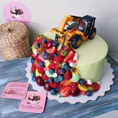 Тортик к капкейкам с прошлой публикации 💚💛 _____ С нашим ассортиментом, ценами и всей необходимой информацией для заказа Вы можете ознакомиться на нашем сайте, ссылку на который найдете в описании профиля. Заказ МИНИМУМ за 5-7 дней 🌷 2 Year Old Birthday Party, 4th Birthday, Birthday Cake, Cupcakes, Cupcake Cakes, School Cake, Candy Drinks, Truck Cakes, Cakes And More
