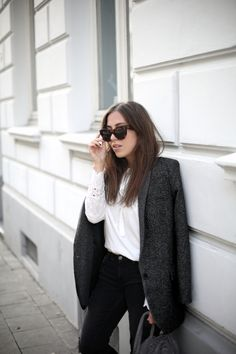 MODERN PRAIRIE | Fiona from thedashingrider.com wears a Zara Blazer, a Blouse From Vila, Vic Matie Boots and a Windsor Bag #ootd #whatiwore #petite