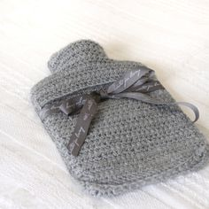 grey hot water bottle cover - love the ribbon detail Crochet Bags, Knit Or Crochet, Crochet Gifts, Crochet Ideas, Crochet Projects, Water Bottle Covers, Xmas Wishes, Craft Markets, Crochet Home