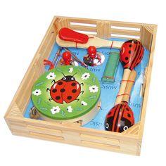 Un coffret musical pour petit homme-orchestre en herbe ! Les enfants pourront s'initier au rythme et aux instruments de façon ludique et amusante.    Ce coffret contient 1 tambourin, 1 triangle, 2 maracasses, 2 cymbales, 1 harmonica et1 clap- clap.    A partir de 3 ans.    D: 34 x 27 x 6,5 cm.   30,00 € http://www.lafolleadresse.com/jouets/3530-coffret-musical-coccinelle.html