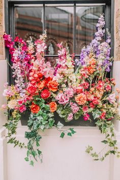 Our Early Hours London Spring floral installations across London at some of our favourite hot spots including Ivy Chelsea Garden, Sexy Fish plus more. Flowers Nature, Spring Flowers, Fresh Flowers, Beautiful Flowers, Colorful Flowers, Flower Power, Be Natural, Garden Inspiration, Floral Arrangements