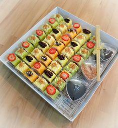 Fruit Sushi, Banana Sushi, Dessert Sushi, Veggie Sushi Rolls, Sushi Rice Recipes, Sweet Sushi, Sushi Party, Keto Snacks, Food Presentation
