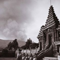 I'm still pinching myself when I think about the ash falling on me like snow during my visit to #mtbromo last month in #indonesia . I never knew I could get SO close to an active #volcano . I have a feeling I wouldn't have had such an opportunity if America had a volcano like that. This photo shows the isolated #Hindu temple Pura Luhur Poten sharing the Sand Sea at the foot of #gunungbromo . If you ever have a chance to visit Indonesia this area is a must see especially if Mount Bromo…