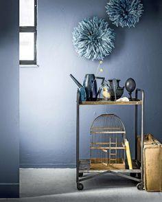 Combineer het stoere van deminblauw met frêle schoonheid | Combine the tough look of denim blue with frail beauty | vtwonen 09-2017 | Fotografie Sjoerd Eickmans | Styling Leonie Mooren, Liza Wassenaar
