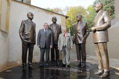 """Patrick WEITEN, Président du Conseil Général de la Moselle, a présidé la cérémonie de présentation d'une sculpture intitulée """"Hommage aux Pères fondateurs de l'Europe"""" le samedi 20 octobre 2012, place de l'Europe à Scy-Chazelles, en face de la Maison..."""