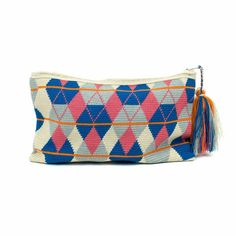 CANNES - Azul & Rosa Tapestry Bag, Tapestry Crochet, Purses And Bags, Design Inspiration, Handbags, Knitting, Crochet Bags, Crafts, Pouches