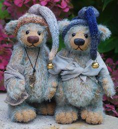 Domi-Baer.de Teddy Bear Hug, Cute Teddy Bears, Teddy Bear Crafts, Cute Fantasy Creatures, Cute Dragons, Love Bear, Bear Doll, Toy Craft, Needle Felted Animals