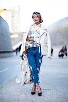 On the street… Hyein Kim Seoul fashion week 2014 F/W   echeveau   in asian style   @printedlove Asian Street Style, Model Street Style, Korean Street Fashion, Asian Fashion, Asian Style, High Fashion, 2000s Fashion Trends, Fashion Week 2016, Types Of Fashion Styles