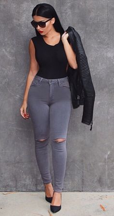 Just enough rips! These grey destroyed denim have a slit on each knee for the perfect grunge but chic look. Wear with a bodysuit or some plaid for your go to laid back look. Pair with some heels for a