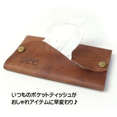 Lee リー レザー ポケット ティッシュケース メンズ レディース LA0213 プレゼント ギフト Handmade Leather Wallet, Leather Gifts, Leather Diy Crafts, Leather Craft, Leather Business Card Holder, Gift Box Design, Transparent Bag, Leather Workshop, Craft Bags