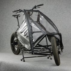 PonyJohn Cargo bike with rain cover Allg, Beach Cruisers, Cargo Bike, Bicycle Design, Machine Design, Car Wheels, Cycling Bikes, Tricycle, Custom Bikes