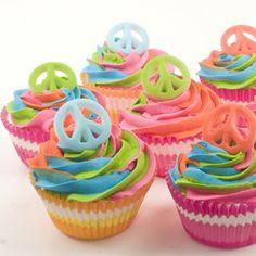Cupcakes idóneos para una fiesta hippie / Ideal cupcakes for a hippie party Tie Dye Cupcakes, Love Cupcakes, Yummy Cupcakes, Cupcake Cookies, Birthday Cupcakes, Party Cupcakes, Rainbow Cupcakes, 9th Birthday, Rainbow Icing